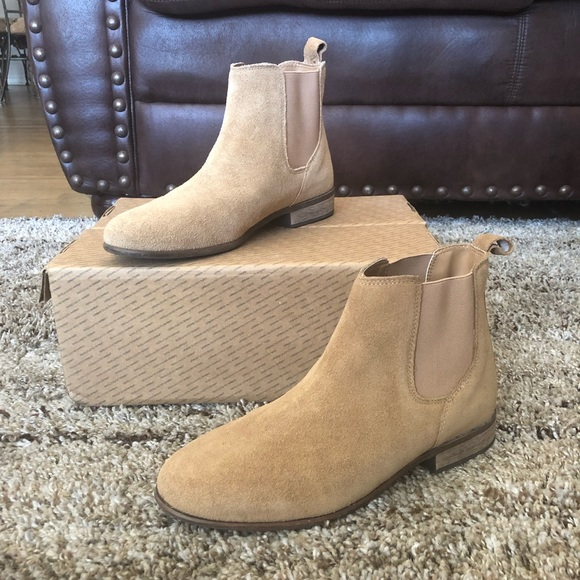 21f46efdb01 Urban Outfitters Chelsea Boot